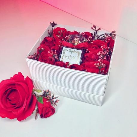Czerwony FLOWER BOX z perfumami