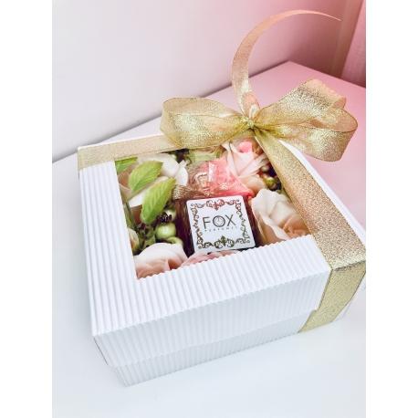 Złoty  FLOWER BOX z perfumami